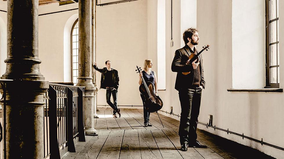 "Le trio Atanassov sort l'album ""Chic à la française"""