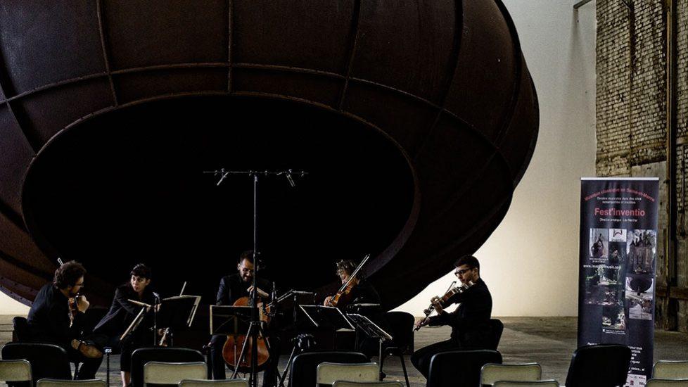 Le Quatuor Joyce et Claire Merlet - Anish Kapoor, Cave, 2012 - La Galleria Continua Les Moulins © Franck Jaillard