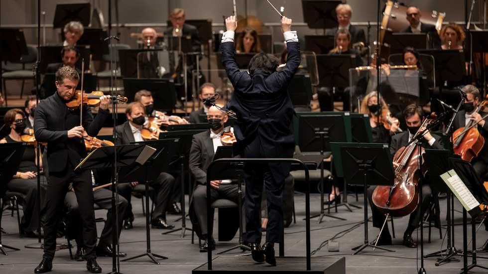 Tedi Papavrami avec l'Orchestre philharmonique de Monte-Carlo sous la direction de Kazuki Yamada © Alice Blangero